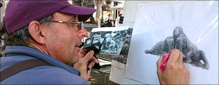 How to teach your art skills in public. Artist at work